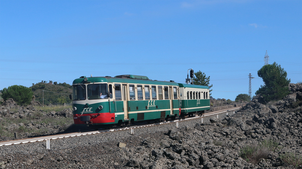 ADe20 e rimorchiata Ferrovia Circumetnea Cerro