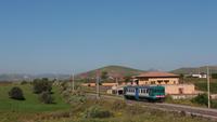 Ingresso a Catenanuova per la ALn668 3037, titolare di un regionale da Caltanissetta Centrale a Catania Centrale