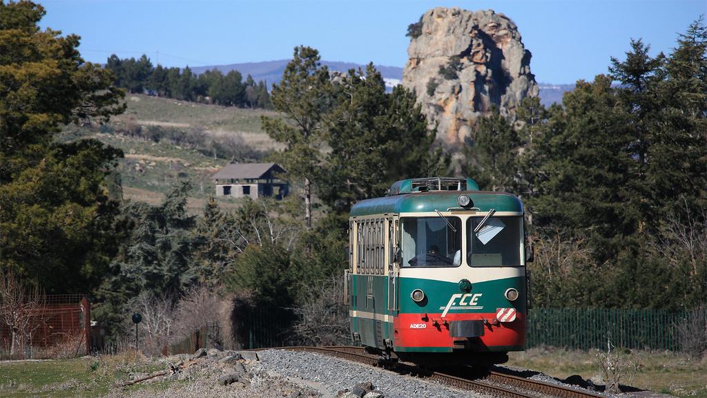 ADe20  Ferrovia Circumetnea Roccacalanna teleobiettivo