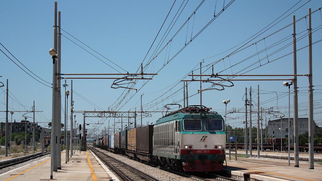 E652 077 Cancello