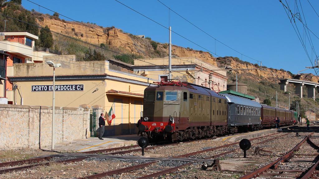 E636 128 e D345 1121 Porto Empedocle