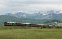 La piana di Palena e le spettacolari montagne innevate fanno da palcoscenico al ritorno del primo treno, siamo sulla Transiberiana d