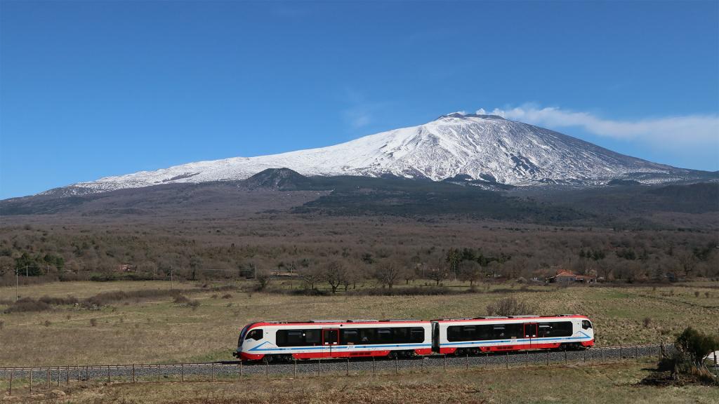 Vulcano DMU 004 Ferrovia Circumetnea Roccacalanna e Etna