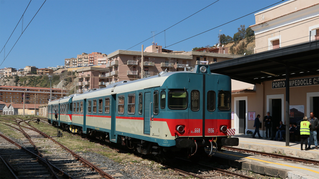 ALn668 1936 e 1904 stazione di Porto Empedocle
