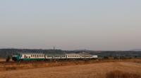 Regionale 3862 in transito con 30 minuti di ritardo nel rettilineo di Passomartino, in coda la E464 046.