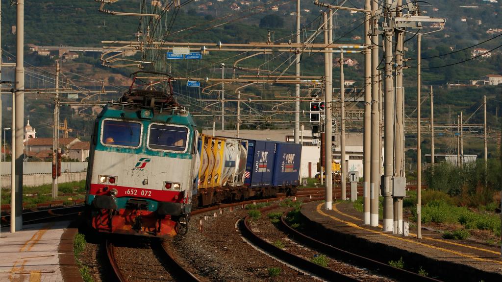 E652 073 Giarre-Riposto