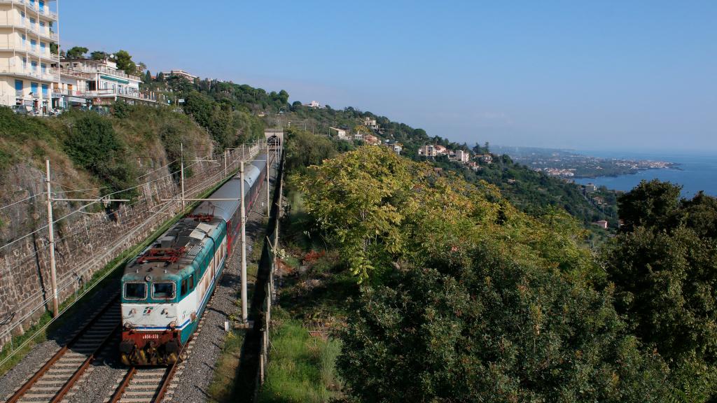 E656 030 Acireale Intercity Notte da Roma Termini