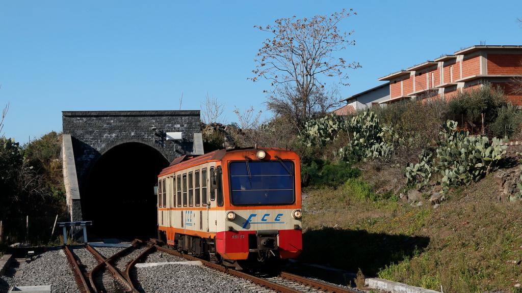 ADe23 IMPA Ferrovia Circumetnea Biancavilla Poggio Rosso