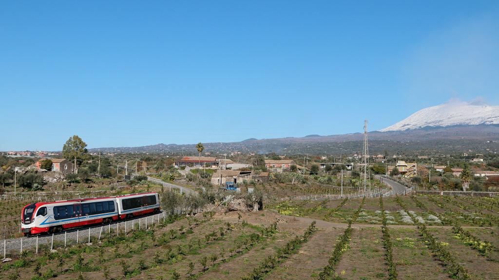 Vulcano 001 Ferrovia Circumetnea Scalilli