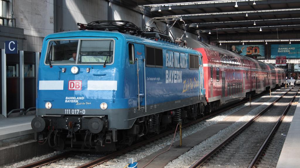 DB 111 017 Munchen Hauptbanhof