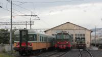 Fermi in deposito a Pistoia, le ALn668 1401 e 1452 storiche, con accanto il D443 2002 e un 214 utilizzato per le manovre in deposito.