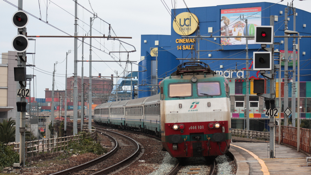 E444 101 Genova Sampierdarena