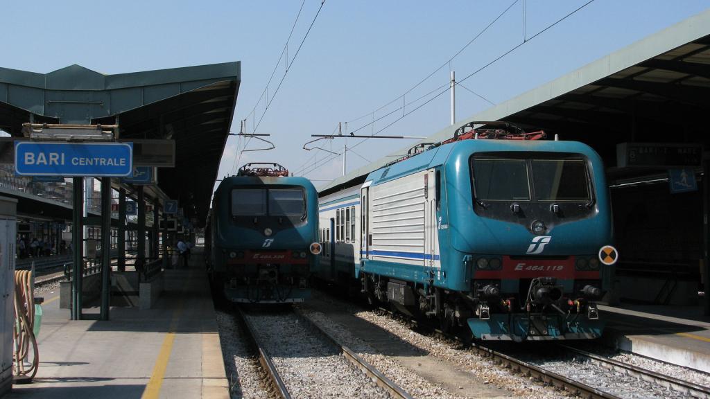 E464 119 e E464 336 Bari Centrale