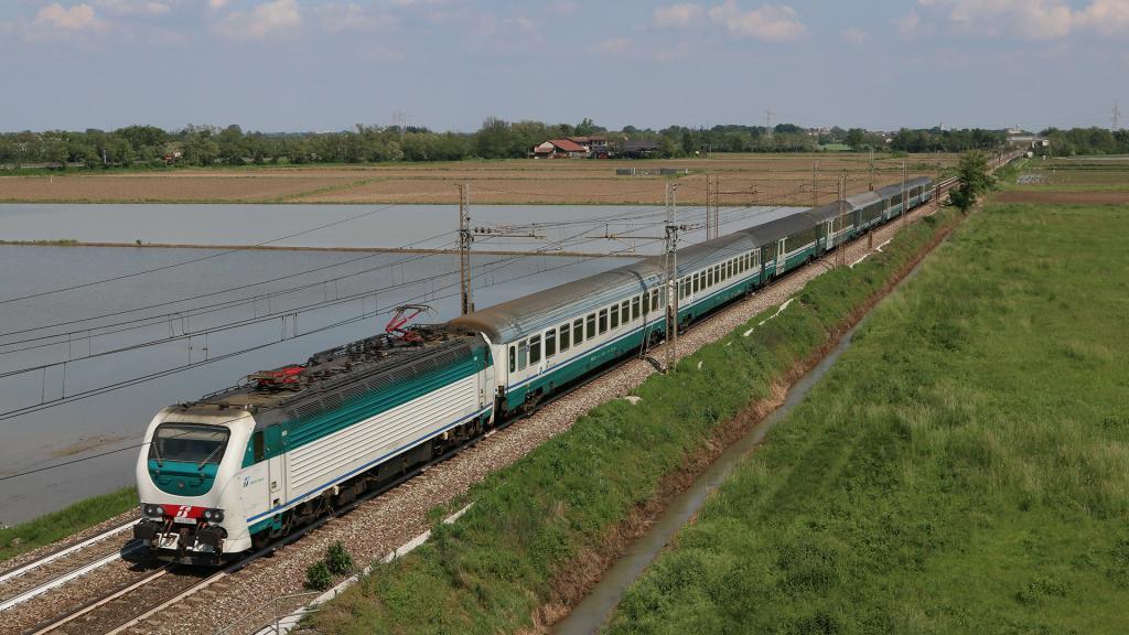 E403 009 Intercity Notte Novara