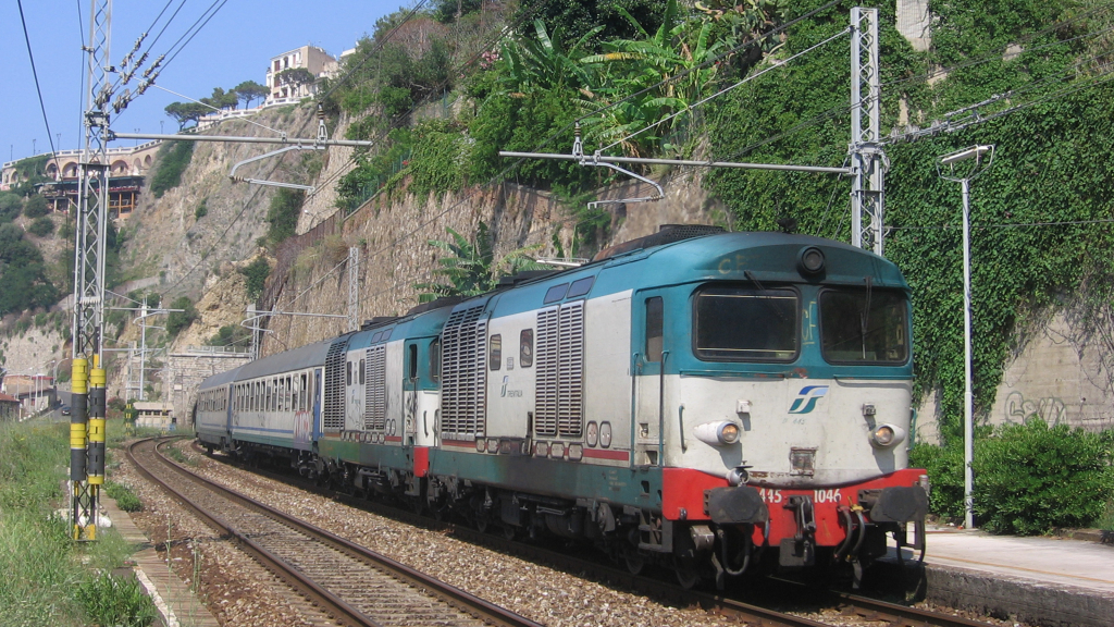D445 1046 e altra unità a Scilla