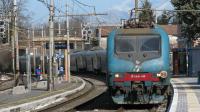 Regionale da Roma Termini per Frosinone, con titolare la E464 212, in ingresso in stazione a Zagarolo, sul binario 1.