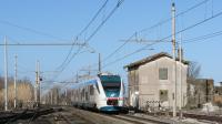 Transito a velocità di linea per il Minuetto Diesel 044, impegnato con un regionale da Roma Termini a Campobasso, in ingresso in stazione a Colle Mattia.