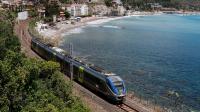Regionale Veloce 3835 da Messina Centrale a Siracusa, effettuato con il Minuetto Elettrico 037, mentre transita accanto al meraviglioso mare azzurro di Taormina.