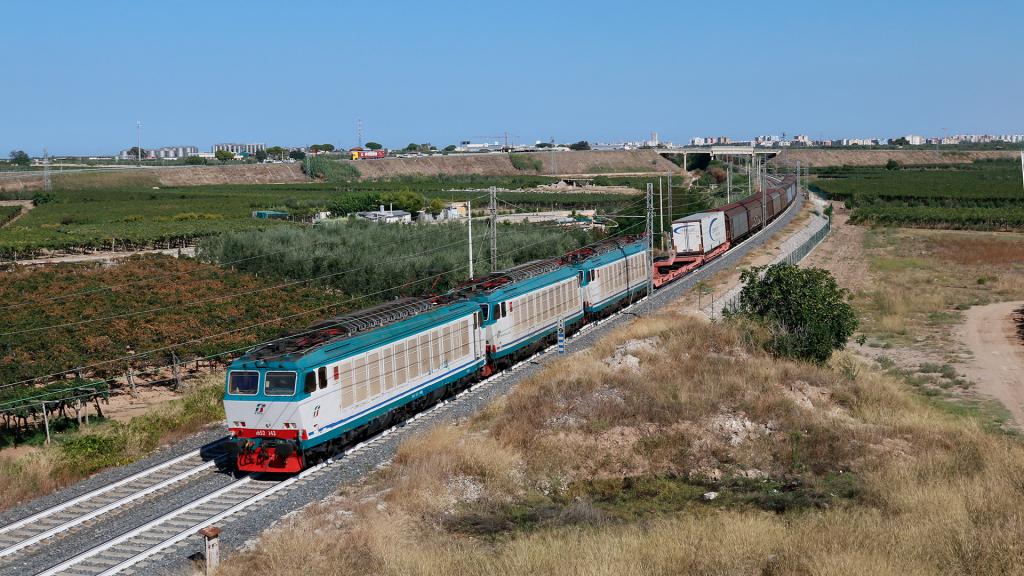 E652 143 e altre due unità a Barletta