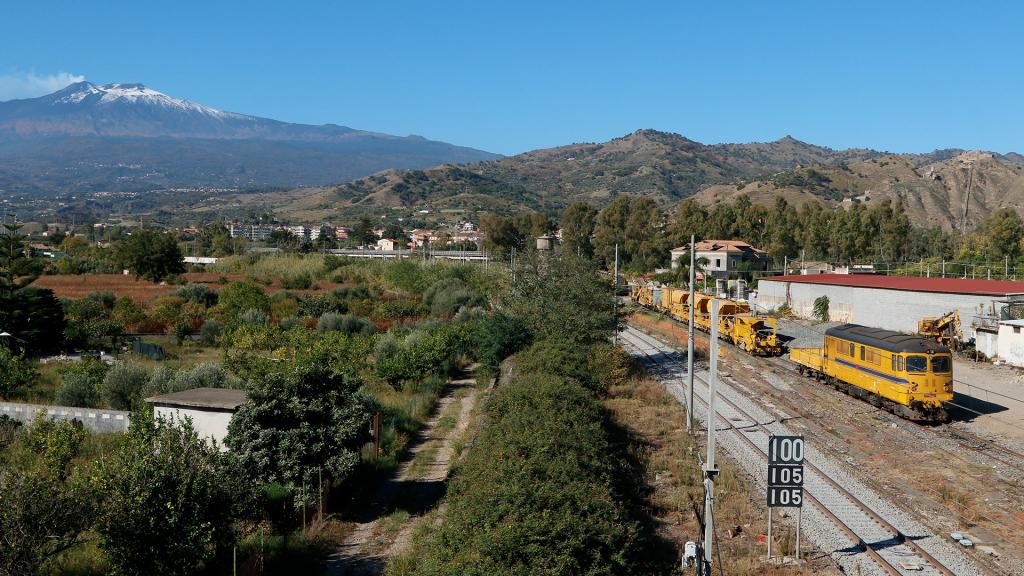 Treno cantiere ad Alcantara