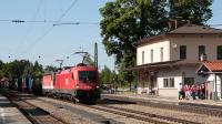 Convoglio merci intermodale in transito da Aßling, in testa la OBB 1116 267 insieme a una 1144.